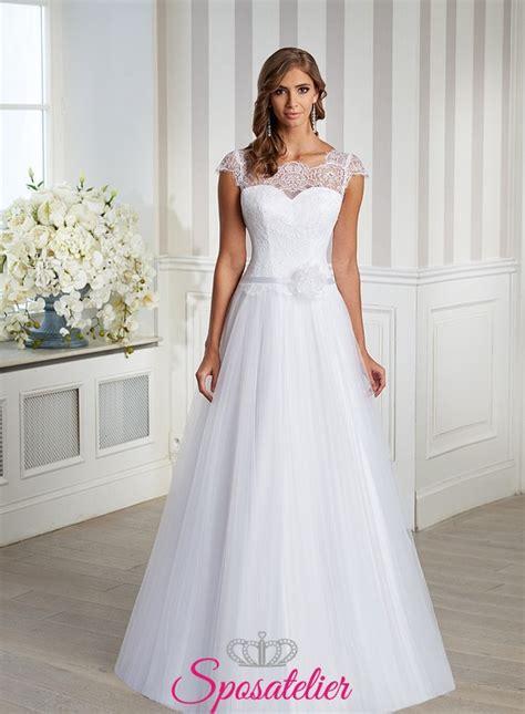 fiore abiti da sposa abito da sposa semplice e raffinato con fiore applicato
