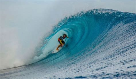 Surfing On Waves Bali uluwatu surf spots bali surf waves