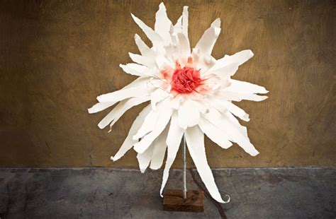 Make Large Paper Flowers - 20 diy crepe paper flowers with tutorials guide patterns