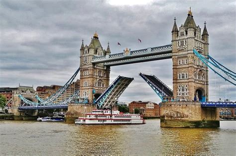 boat going under tower bridge cool facts about tower bridge london england