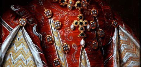 tudor clothing dress to impress tudor clothing dress to impress detail of slashing in