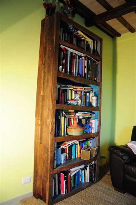 libreria con pallet libreria con i pallet riciclo creativo con cassette di