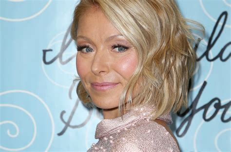 how do they curl kelly rippas hair kelly ripa blonde hair kelly ripa short hair on live with