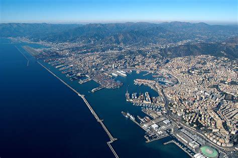foto porto di genova la costa concordia sar 224 a genova all alba di domenica poi