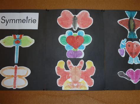 symmetrie klatschtechnik kunst grundschule schulideen