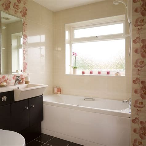 floral bathroom tiles neutral bathroom housetohome co uk - Floral Bathroom Tiles