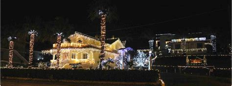 casa illuminata per natale la casa illuminata che incanta i passanti e non