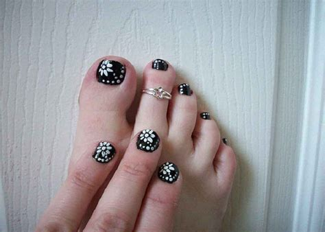 black and white toe nail images