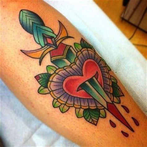 tattoo old school pugnale il significato dei tatuaggi tradizionali il