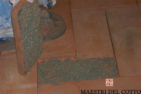come posare pavimento come posare un pavimento in cotto posa in opera a