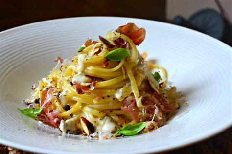 la cuisine des italiens p 226 tes au gorgonzola jambon speck grill 233 et amandes torr 233 fi 233 es