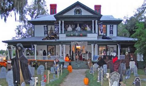 homes decorated for halloween spooky halloween front yard decorations damn cool pictures