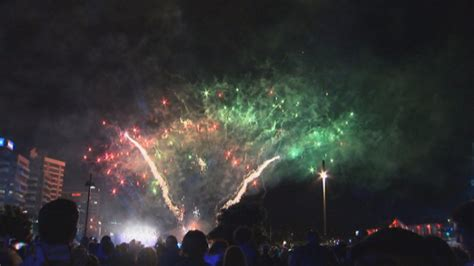 new year 2015 wellington fireworks revellers celebrate in wellington as new year s