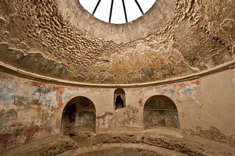 PHOTO: Frigidarium of the Stabian Baths in Pompeii