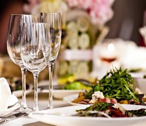15 etiquette rules for dining at fancy restaurants clever ways in which restaurants make you spend cashkaro