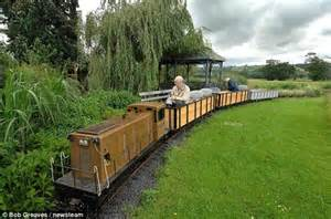 Backyard Bill Pensioner Obsessed By Trains Forks Out 163 22 000 On His Own