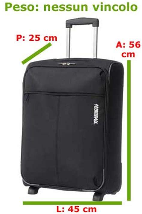 quanti bagagli si possono portare con alitalia bagaglio a mano in aereo misure dimensioni e peso