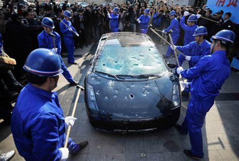 Lamborghini Owner Has Car Destroyed to Protest Dealer