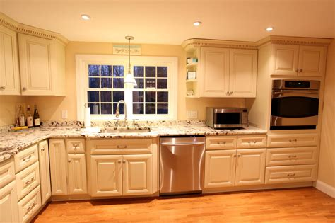 Kitchen Cabinets White by Antique White Kitchen Cabinets Improving Room Coziness