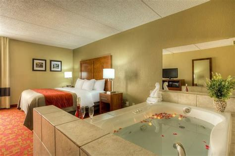 Comfort Inn And Suites Matthews Nc by King Bed Room Picture Of Comfort Inn Matthews