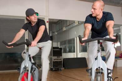 fitnessstudio oder zuhause trainieren verschiedene arten gymnastikmatten paradisi de