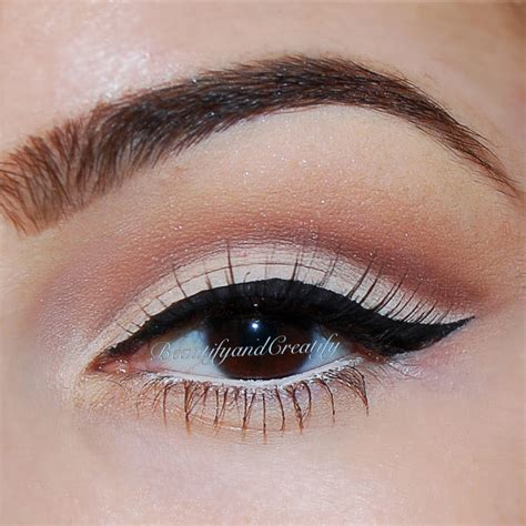 Eye Liner beautify and creatify pin up makeup look