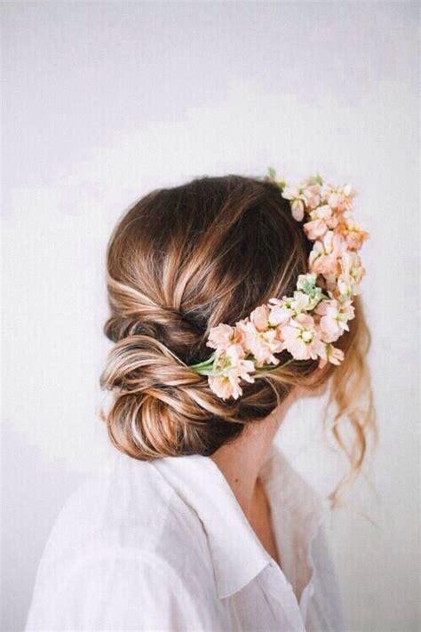 how to get a lifted crown hairdo romantic flower crown trachtenfrisur wiesn oktoberfest