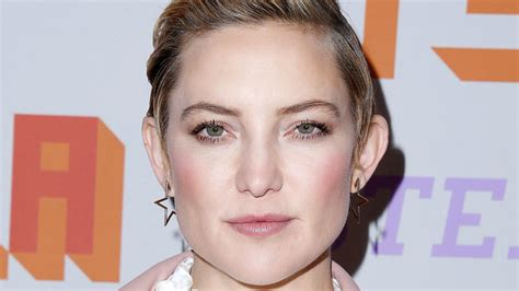 kate nauta with a short haircut slicked back with gel get kate hudson s slicked back pixie cut instyle com