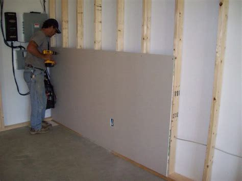Drywall Installer by Services Lucas Painting Carpentry