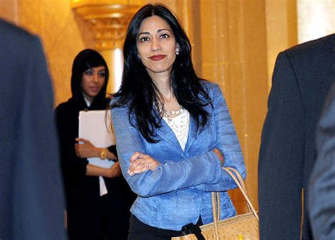 anthony weiner wife weiner s wife shows up in abu dhabi ny daily news