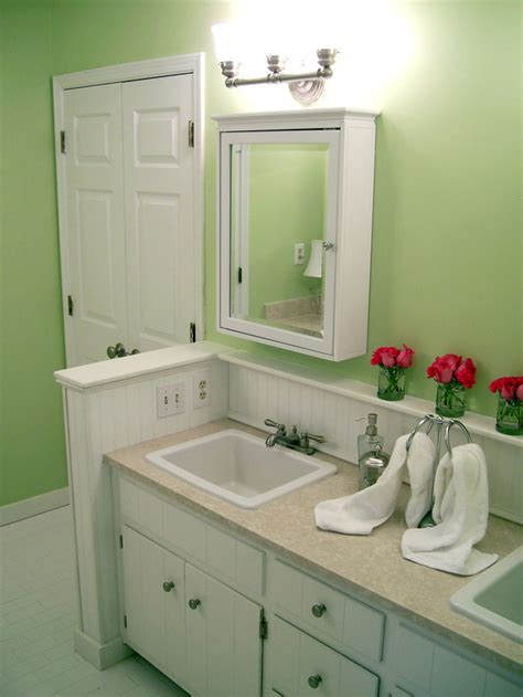 Diy Network Bathroom Ideas Transforming A Bathroom On A Tight Budget Home Improvement Diy Network