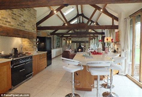 Country Cottage Kitchens - inside brad pitt and angelina jolie s luxury kent cottage daily mail online