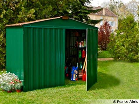 cabane de jardin en metal m 233 tal bois ou pvc un abri de jardin qui conjugue praticit 233 et esth 233 tisme