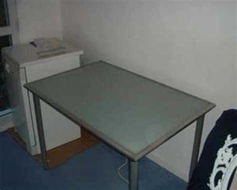 plateau verre bureau ikea bureau avec plateau en verre tremp 233 ikea vika lauri