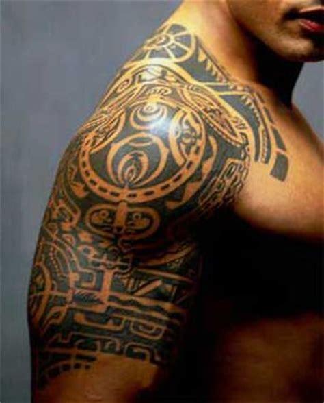 tattoo von dwayne johnson dwayne johnson freundin verm 246 gen gr 246 223 e tattoo