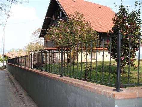 terrazzi con ringhiera foto ringhiere in ferro per recinzioni in sasso