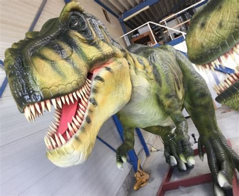 dinosaur rubber sts veiling troostwijk levensgrote kunststof dino s