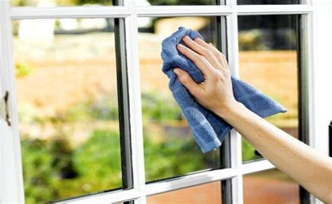 30 amazing uses of corn starch diy home remedies clean windows
