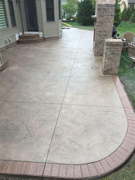 sted patio w 2 sets of landings steps w matching brick borders facing on landings steps