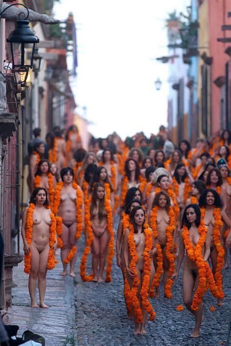 Tunick En Mexico | tunick mujeres en san miguel de allende m 233 xico en