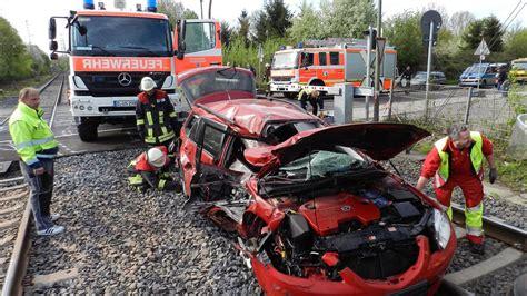 Motorrad Eller D Sseldorf by Zugunfall In Eller Stadt Fordert Bahn Auf Vollschranken