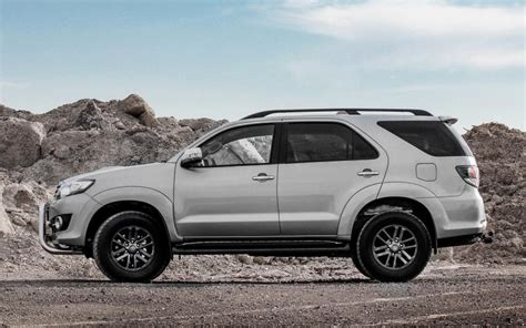 Toyota Fortuner Vs Rav4 Comparison Toyota Rav4 Se 2017 Vs Toyota Fortuner 3