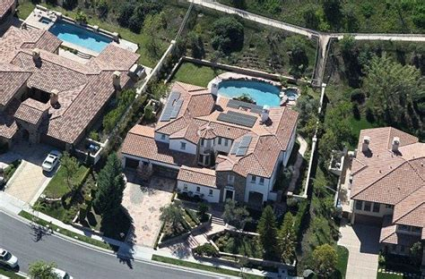 kris jenners address kylie jenner house in calabasas a few streets away from kourtney so easily found in google maps
