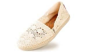 bobs or toms more comfortable bobs shoes bobs crochet flats toms crochet slip ons