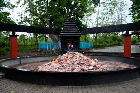 wisata kayangan api  blukuthuk  bojonegoro