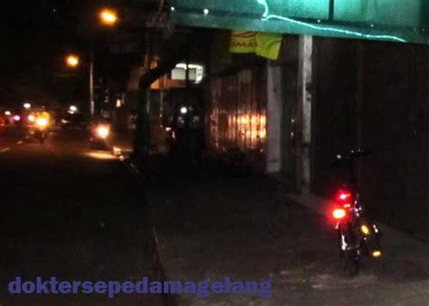 Cateye Merah dokter sepeda magelang reflektor sepeda cateye japan