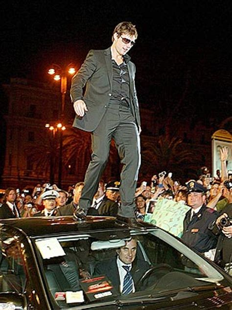 tom cruise couch jumping forget jumping the couch on monday tom cruise leaps atop