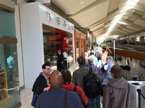 Tesla Bellevue Hundreds Line Up At Bellevue Square For Tesla Model 3