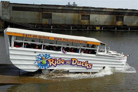 philadelphia duck boat woman hit by ride the ducks boat in philadelphia phillyvoice