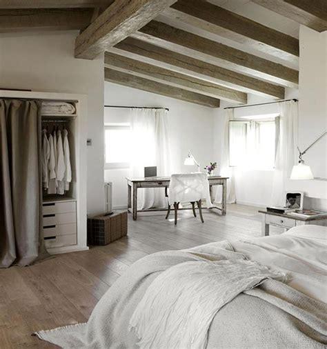 decoracion habitacion matrimonio clasica vigas de madera en casa cl 225 sica dormitorio techo vigas